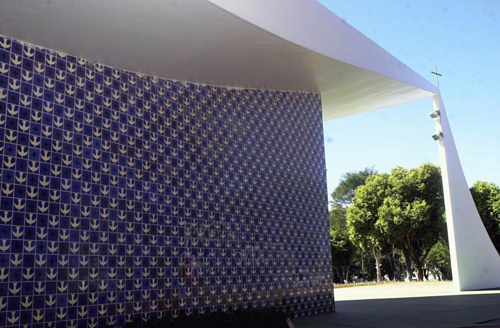 Painel_de_azulejos_-_Athos_Bulcao_-_Brasilia