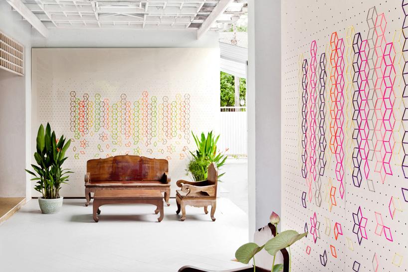 Embroidered Flower Lobby de  Tripasai Architect  (ejemplo de geometrical dreams)