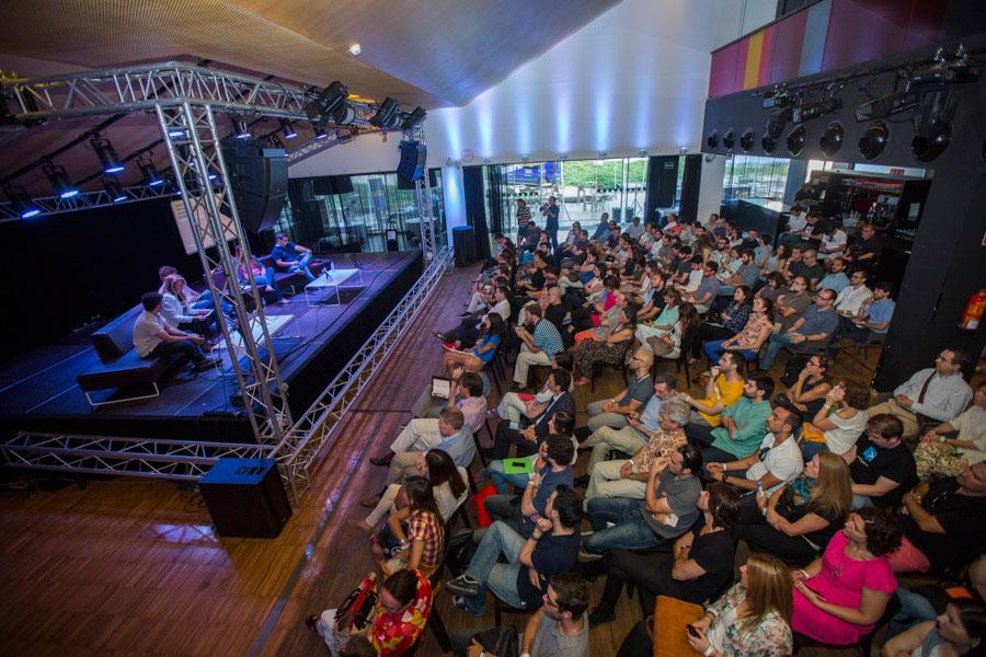 Una charla / mesa redonda, con público, en LA RAMBLETA