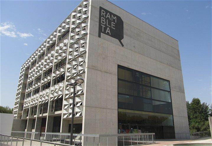 Vista del edificio de Centro Cultural LA RAMBLETA